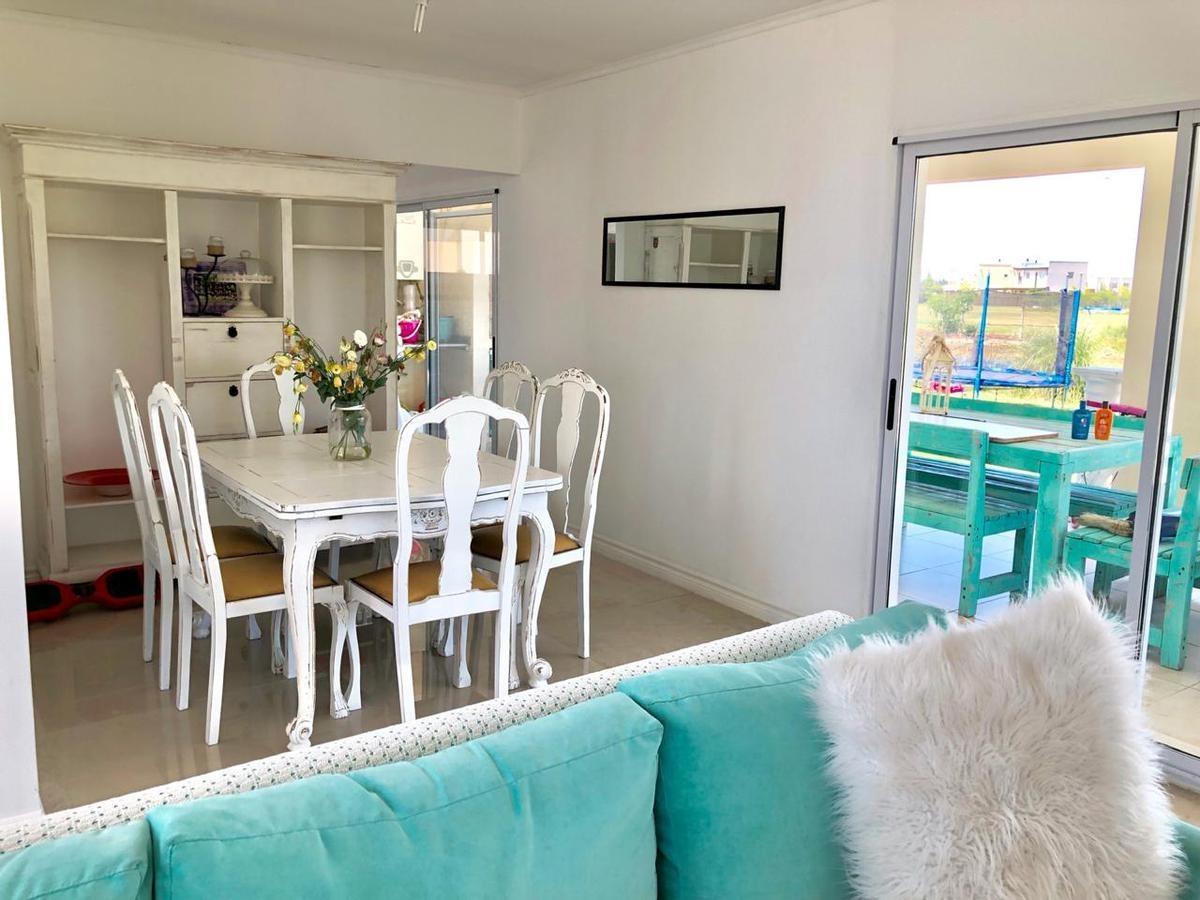 alquiler casa amoblada de  4 dormitorios a la laguna- san gabriel , villanueva - tigre