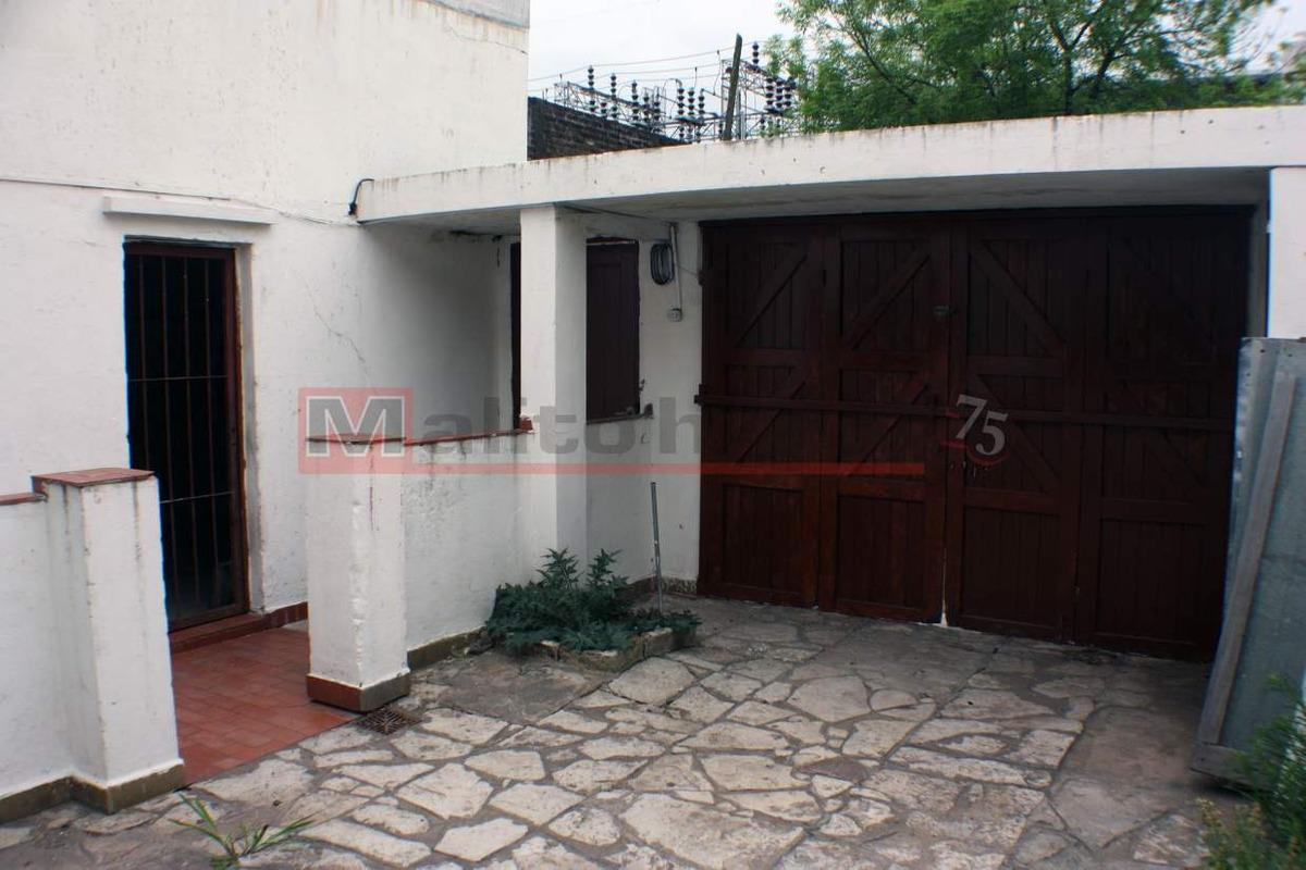 alquiler casa con galpón, cochera, patio y terraza en parque avellaneda