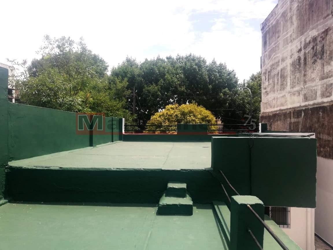 alquiler casa en lote propio 4 ambientes con cochera, patio, y terraza.