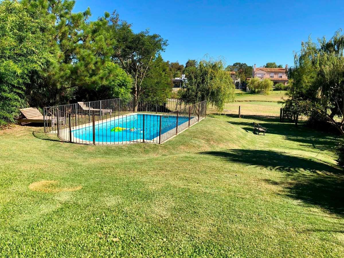 alquiler! casa la tahona. 3 dormitorios. jardín con piscina.