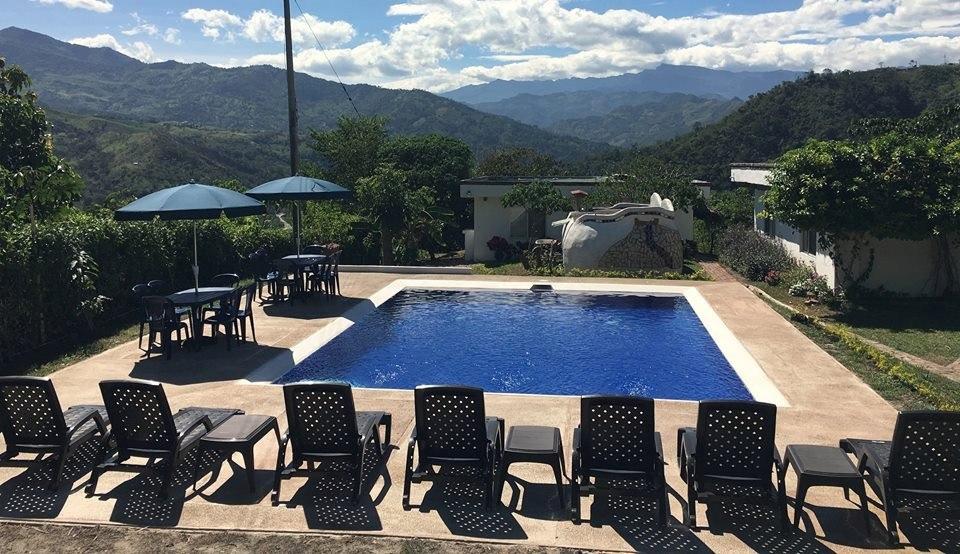 alquiler casas en finca con piscinas- tobia chica