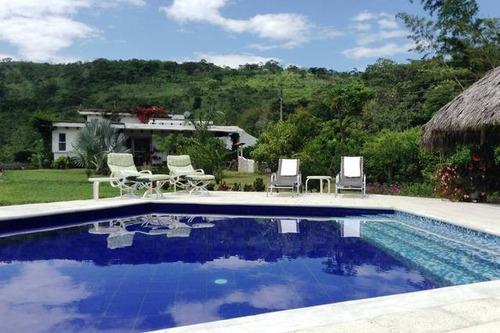 Fotos de casas lindas com piscina fachadas de casas for Modelos de piscinas en fincas