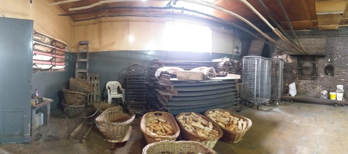 alquiler cuadra panadería en paso del rey, a 50 mts. colecto