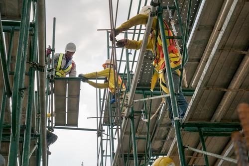 alquiler de andamios tubulares zona oeste entregas en obra