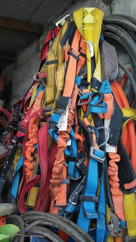 alquiler de arnes  de seguridad y cuerdas de vida.