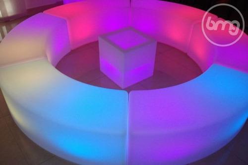 alquiler de barras iluminadas, sillas acrílicas, cubos led.