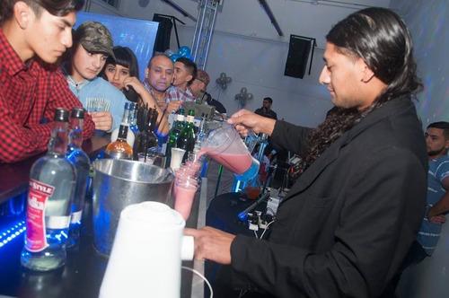 alquiler de barras moviles//bar-man//bar-women