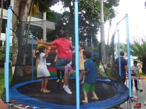 alquiler de colchones inflables cama elastica trampolin
