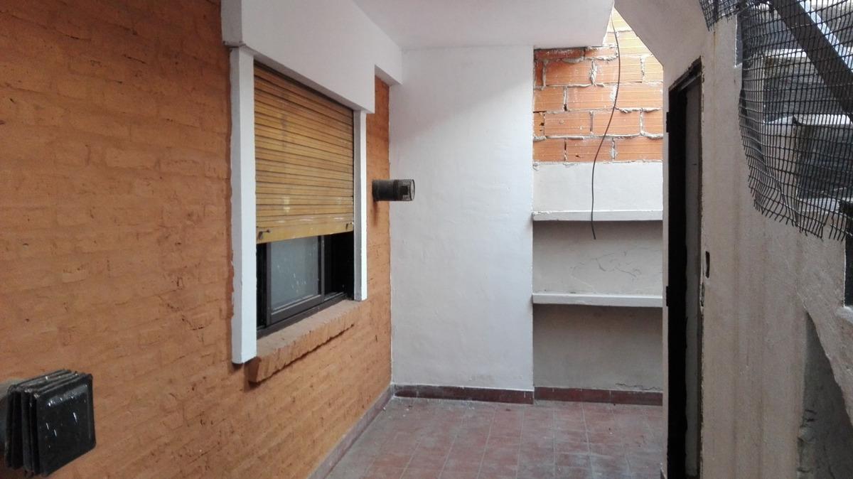 alquiler de departamento 3 ambientes con patio. sin expensas