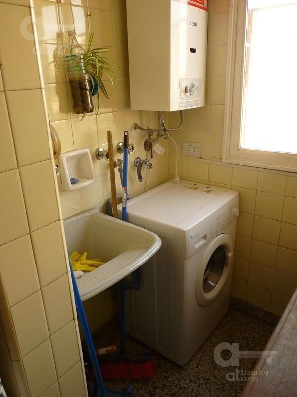 alquiler de departamento de 4 ambientes en san telmo. excelente estado.