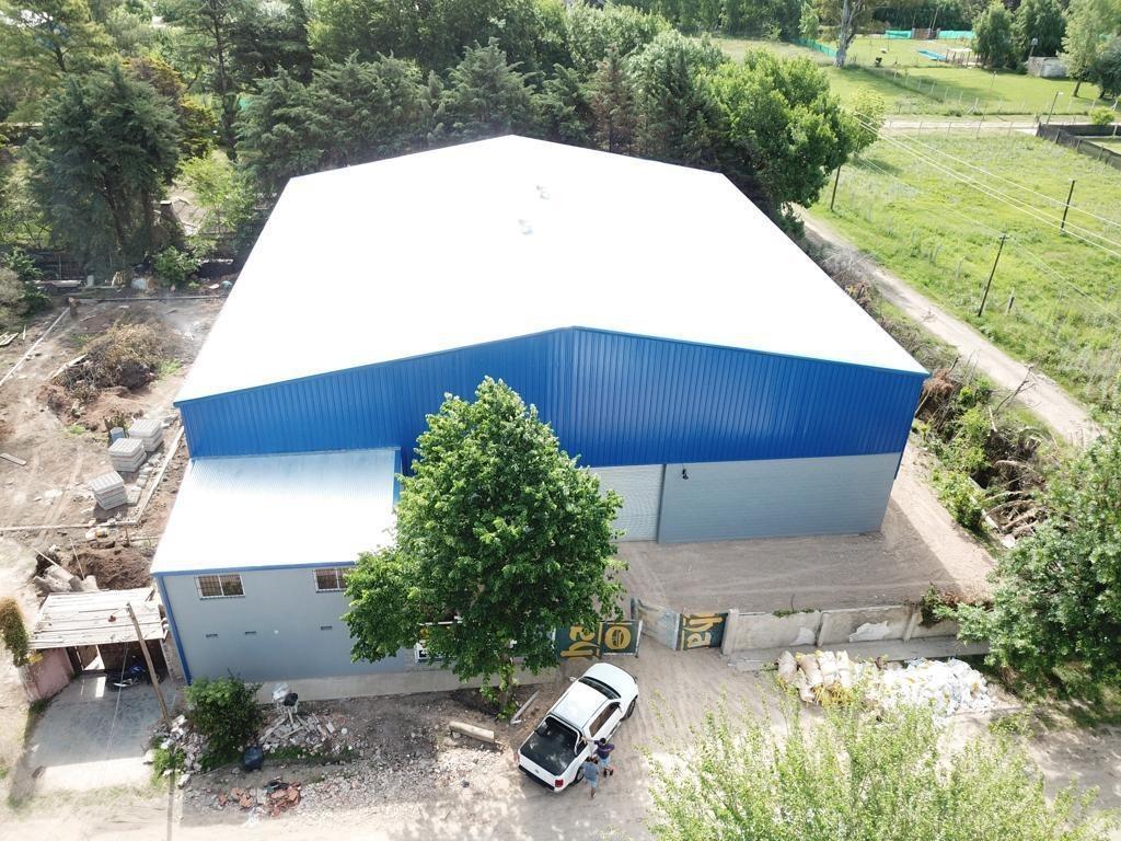 alquiler de depósito de 950 mts con oficinas y vestuarios prox. acceso oeste, moreno.
