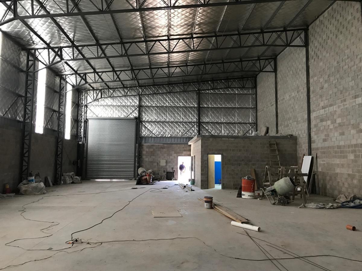 alquiler de deposito industrial a 100mts de acceso oeste