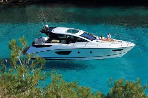 alquiler de embarcaciones a motor y vela en barcelona españa