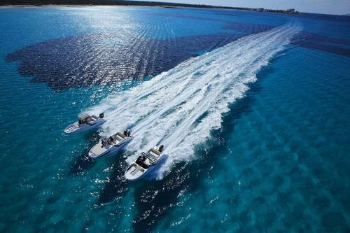 alquiler de embarcaciones a vela y motor en barcelona españa