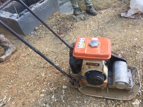 alquiler de equipos para construcción. ranita compactadora.