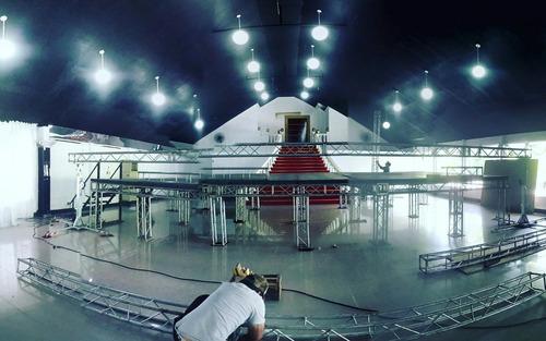 alquiler de escenarios, estructuras torres baños quimicos