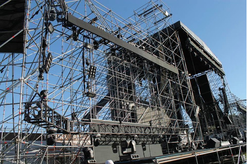 alquiler de escenarios tarimas estructuras vallas pasarelas