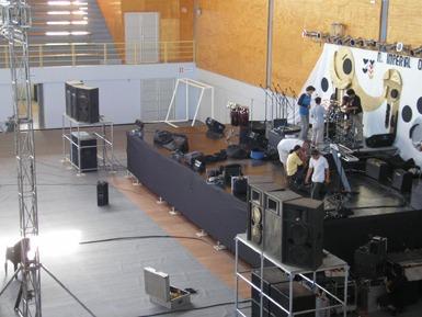 alquiler de escenarios tarimas pasarelas sonido vallas