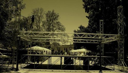 alquiler de escenarios, tarimas, pasarelas,gradas zona norte