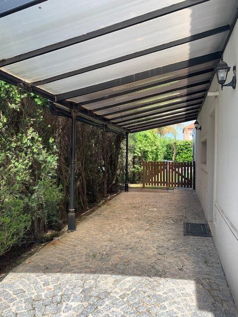 alquiler de excelente casa 5 ambientes barrio los sauces, nordelta. piscina. jacuzzi. dependencia.