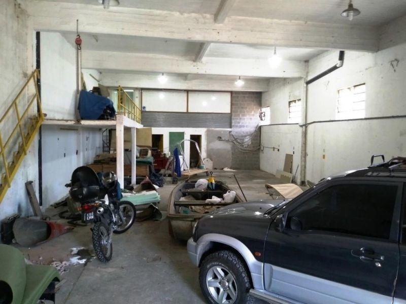 alquiler de galpón 230 m2 / losa y fuerza motriz