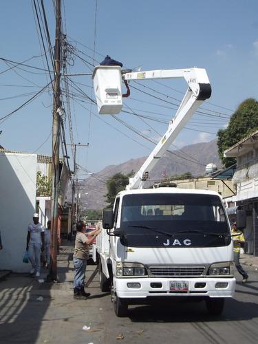 alquiler de grúa y camión cesta