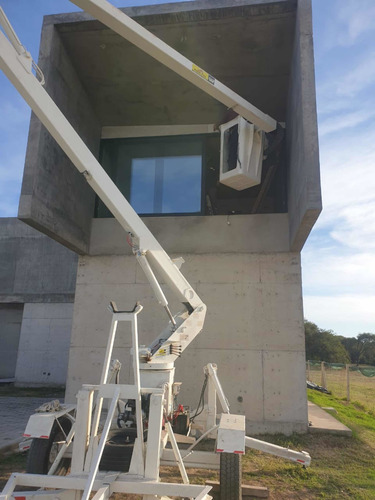 alquiler de hidroelevador para trabajos en altura