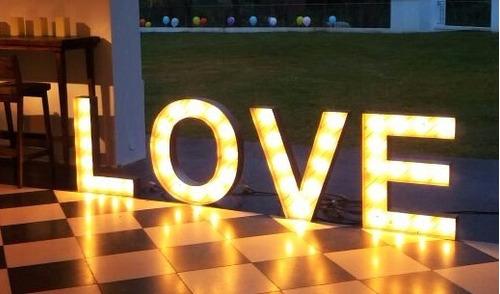 alquiler de letras con luces,carteles luminosos de madera