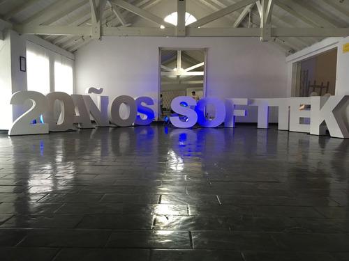 alquiler de letras gigantes