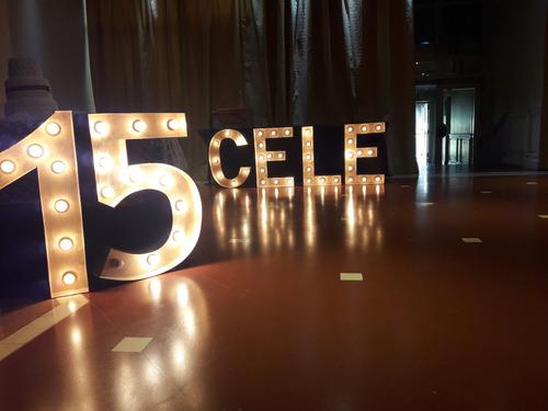 alquiler de letras gigantes luminosas