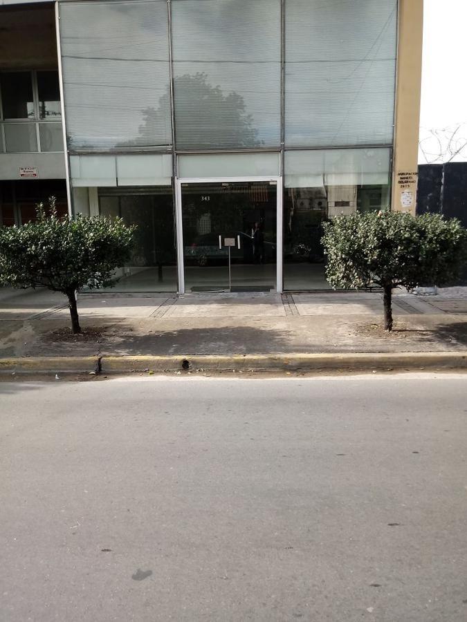 alquiler de local con oficinas en el centro de moreno.