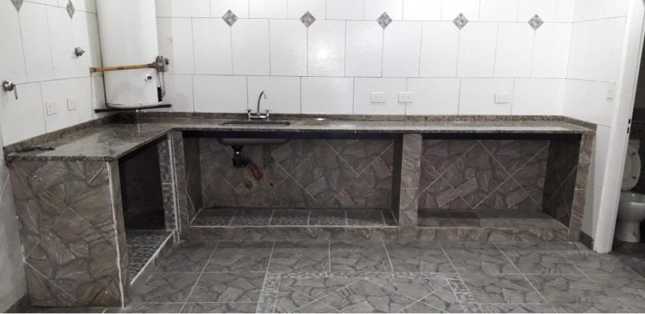 alquiler de local de 55 m2 con baños para hombre y mujer