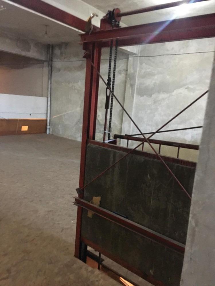 alquiler de local y depósito de 400 m² sobre blandengues.