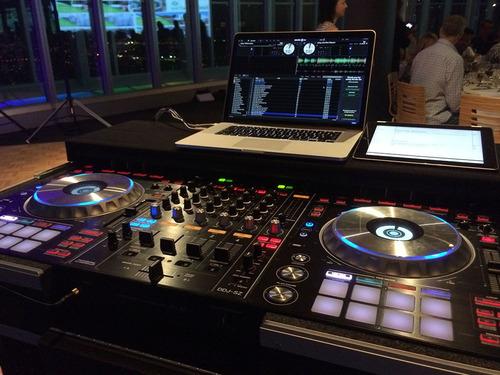 alquiler de luces, pantallas, sonido, cabinas dj para evento