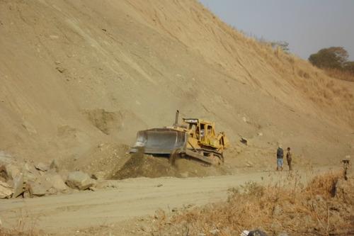 alquiler de maquinarias y servicio de movimientos de tierras