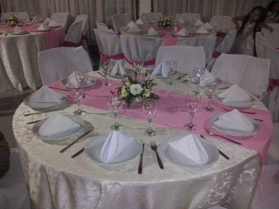Alquiler de mesas redondas sillas vajilla y manteles 2 for Ofertas en mesas y sillas