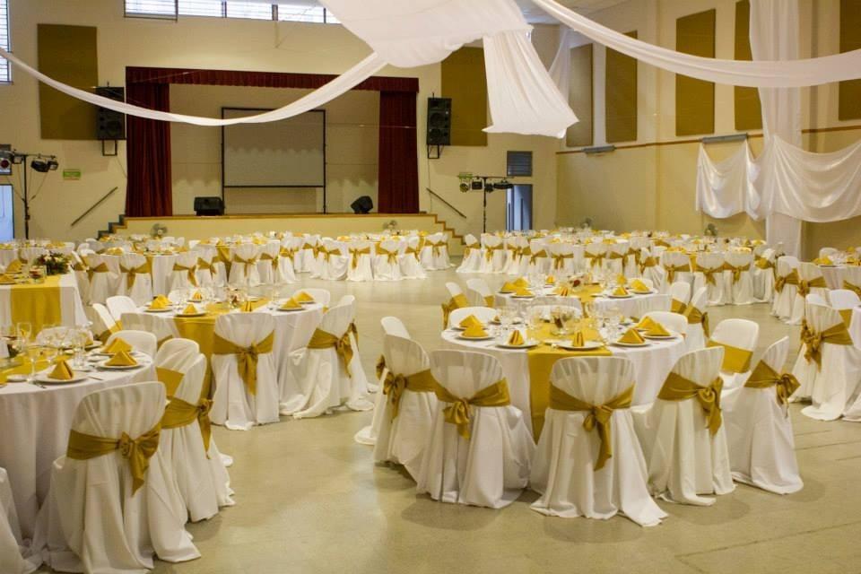 Alquiler de mesas y sillas para fiestas eventos y salones for Mesas redondas plegables para eventos