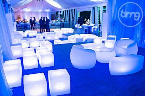 alquiler de mobiliario lounge led, mesas, barras iluminadas