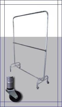 alquiler de percheros doble barral con ruedas y perchas