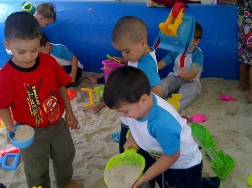 alquiler de piscina de arena y piscina de pelotas