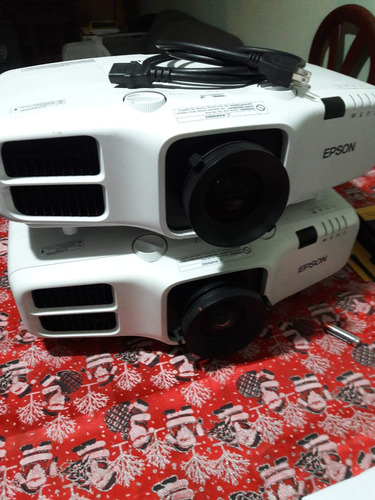 alquiler de proyector multimedia sonido microfono solapero