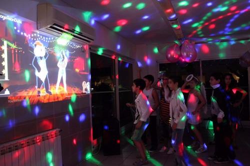 alquiler de proyector pantalla gigante karaoke parlantes dj