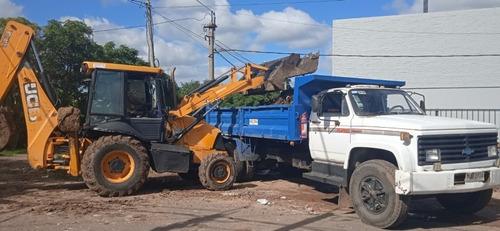 alquiler de retroexcavadora, camión y puntales.