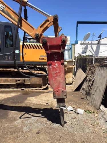alquiler de retroexcavadora con martillo hidraulico