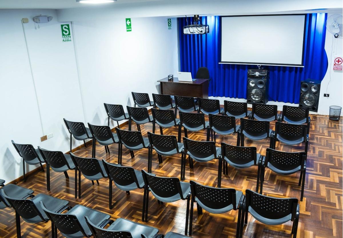 alquiler de salón de conferencias, capacitaciones y talleres
