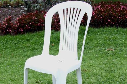 alquiler de sillas de niños y de adultos. mesas redondas.