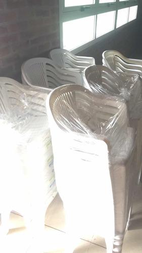 alquiler de sillas  plasticas / madera /mesas y frezzer