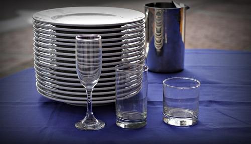 alquiler de sillas plásticas mesas y manteles.