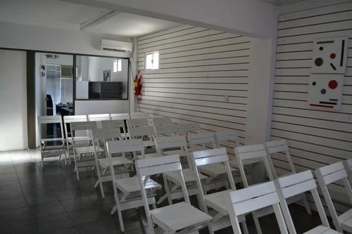 alquiler de sillas plegables de madera, mesas y dispensers