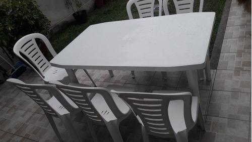 alquiler de sillas y mesas plasticas .